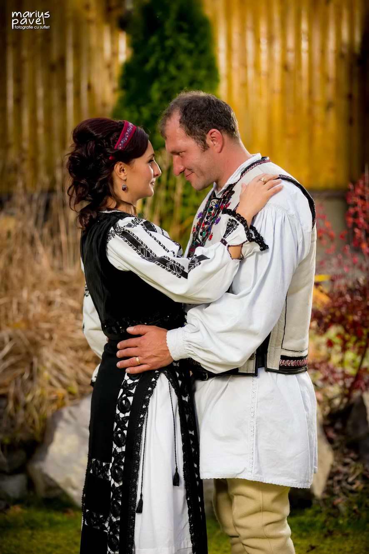 Fotografii mire si mireasa costum popular romanesc