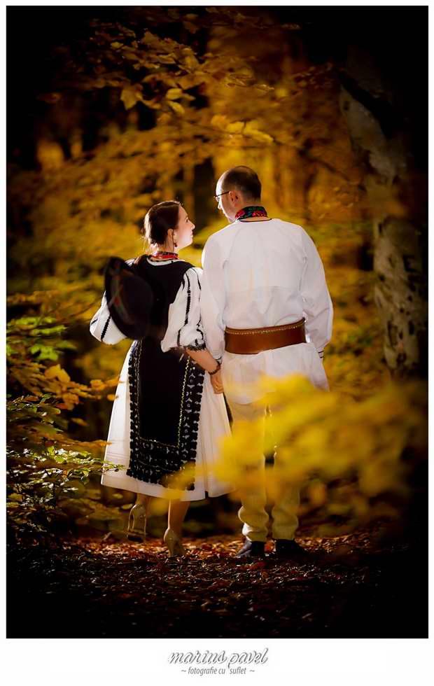 Miri in costume populare romanesti