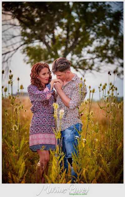 Sedinta fotografica de cuplu la apusul soarelui langa Brasov